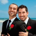 Casal gay adoptou-se para terem direitos!